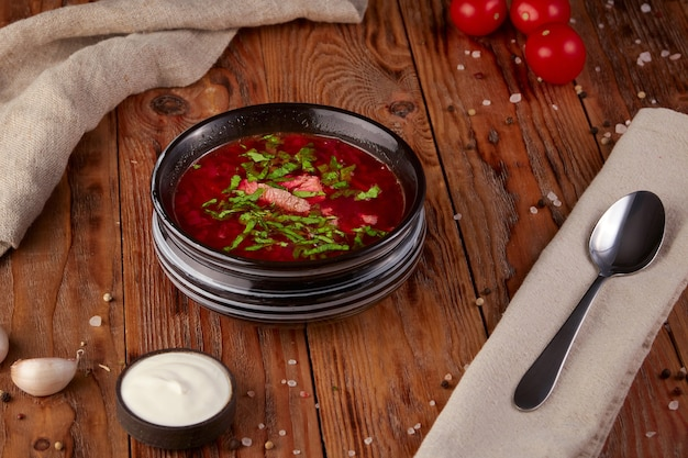 Traditionele oekraïense groentesoep, bietensoep, vegetarisch eten