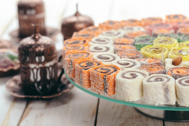 Traditionele oosterse desserts op hout