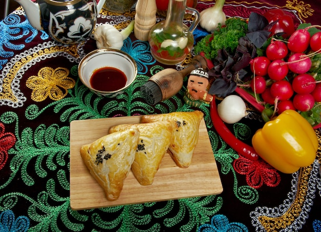 Traditionele oosterse gerechten samsa oezbeekse keuken