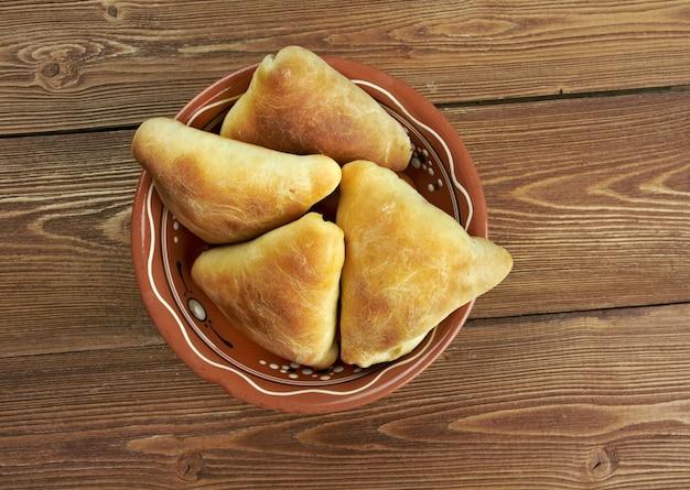 Traditionele oosterse gerechten samsa - oezbeekse keuken