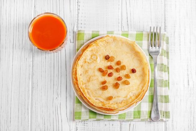 Traditionele pannenkoeken met honing