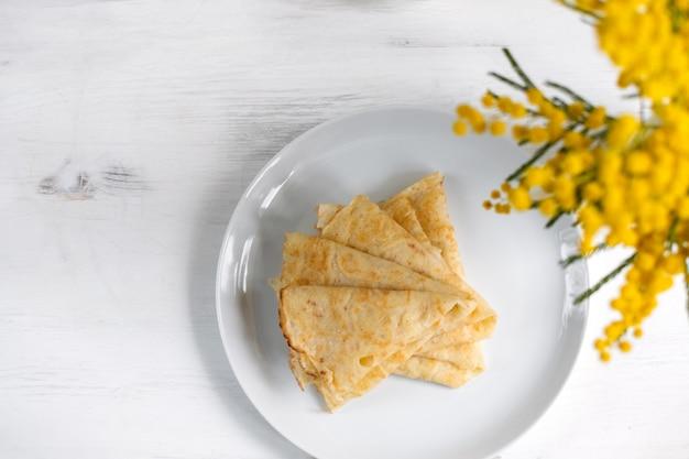 Traditionele russische blini-pannenkoeken