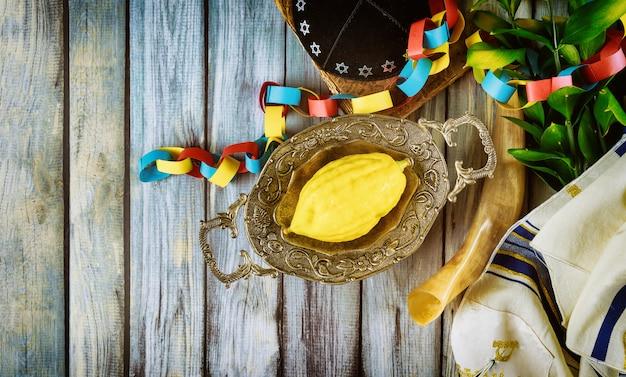 Traditionele symbolen joods festival van soekot etrog, lulav, hadas, arava kippah tallit