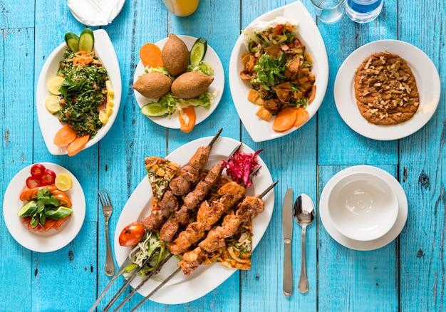Traditionele syrische keuken, kebab en shish taouk