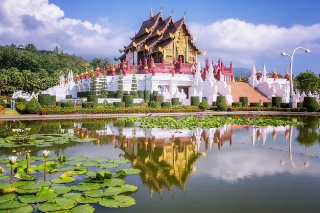 Traditionele thaise architectuur in de lanna-stijl