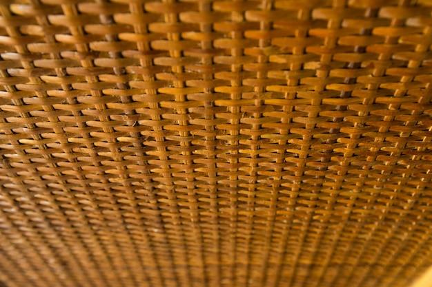 Traditionele thaise stijl patroon natuur achtergrond van bruin handwerk weven textuur rieten oppervlak voor meubelmateriaal