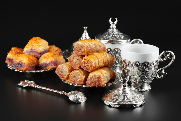 Traditionele turkse koffie en turks fruit