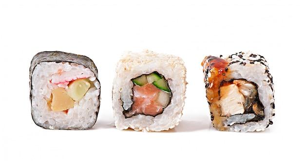 Traditionele verse japanse sushi rolt
