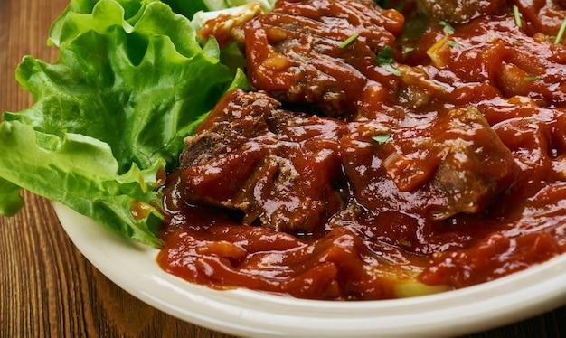 "Traditionele west-afrikaanse rundvleesstoofpot, in landen als kameroen, nigeria en ghana ã¢â€â"""