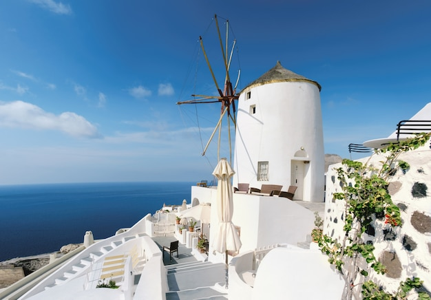 Traditionele windmolen van oia santorini