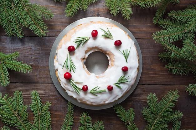 Traditionele zelfgemaakte kersttaart. bovenaanzicht