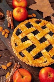 Traditionele zelfgemaakte taart voor thanksgiving bovenaanzicht