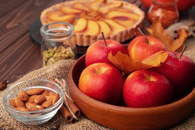 Traditionele zelfgemaakte taart voor thanksgiving herfstvakantie bovenaanzicht