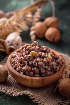 Traditionele zoete maaltijdkutia. kerst schotel in oekraïne, wit-rusland
