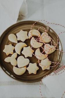 Traditionele zwitserse koekjes, in het duits mailanderli genoemd, gebakken in zwitserland voor kerstmis