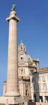 Traianzuil en santa maria di loreto in rome, italië