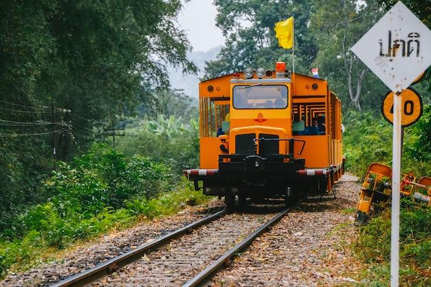 Train op de rivier de kwai.