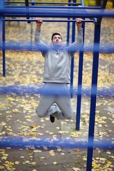 Trainen in street workout park