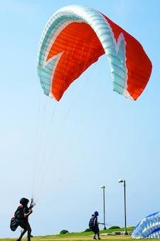 Trainen met een parachute met een motor
