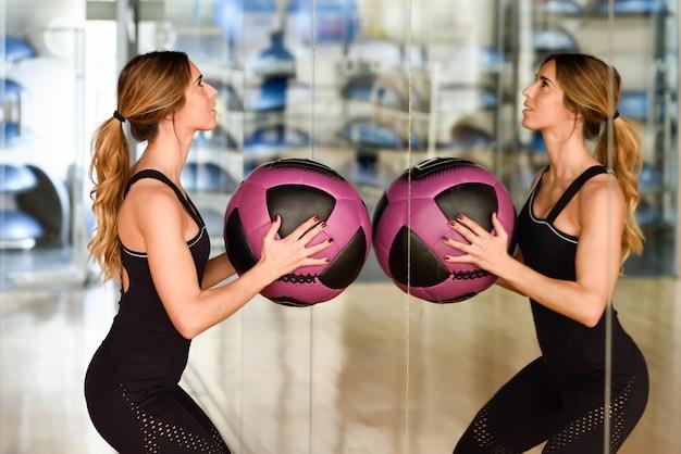 Trainer persoonlijke gezondheid achtergrond vrouw