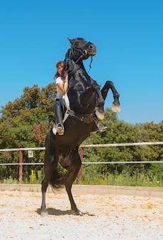 Training van paardrijden meisje