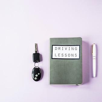 Trainingsnotitieboekje voor rijlessen en het bestuderen van de regels van de weg voor het verkrijgen van een rijbewijs