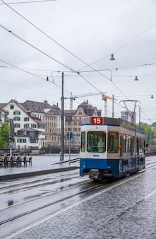 Tram in de straten van zürich