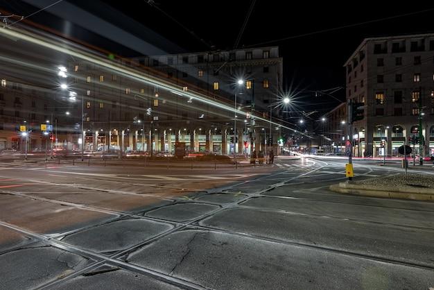 Tram in de wijk navigli van milaan