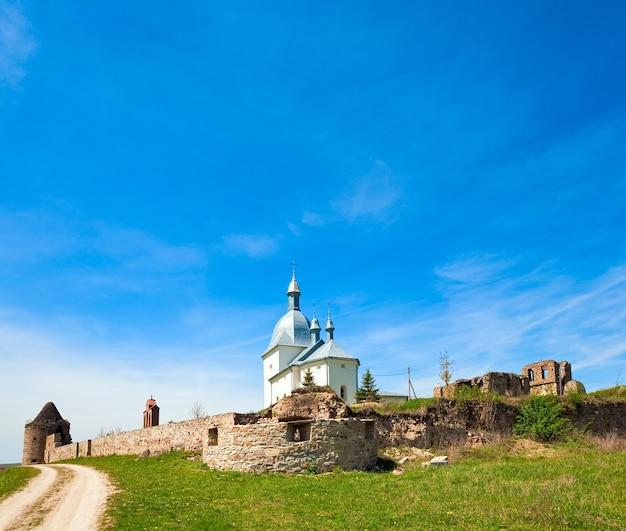 Transfiguratie klooster in pidgora village (ternopilska oblast, oekraïne). gebouw in xvii-xviii eeuw