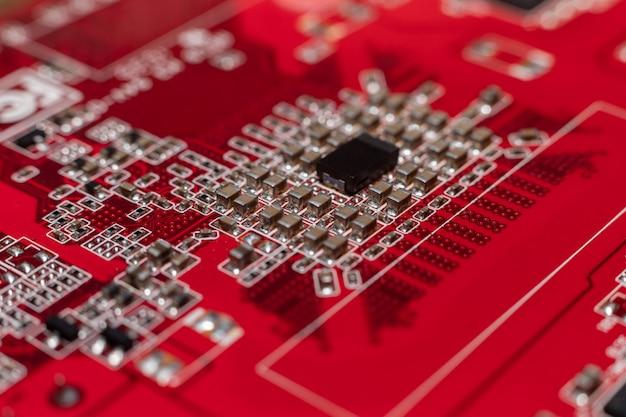 Transistors vanaf de achterkant van de videokaart onder de grafische kern