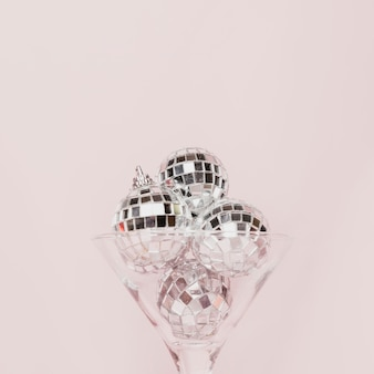 Transparant champagneglas met discoballen