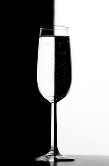 Transparant glas met vloeistof