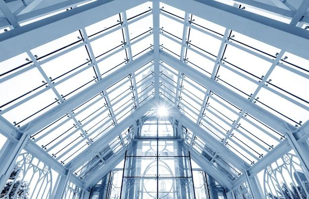 Transparant glazen huis in het park