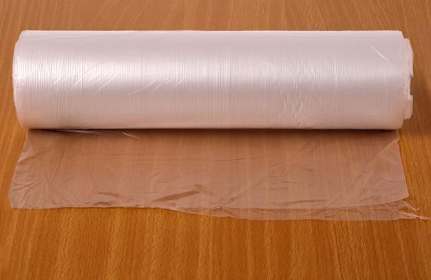 Transparante voedselverpakking op tafel