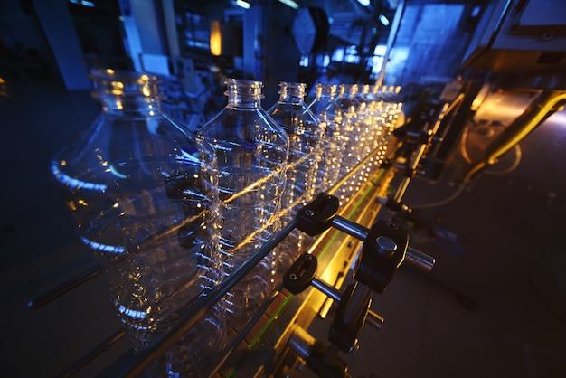Transportband voor de productie van plastic flessen