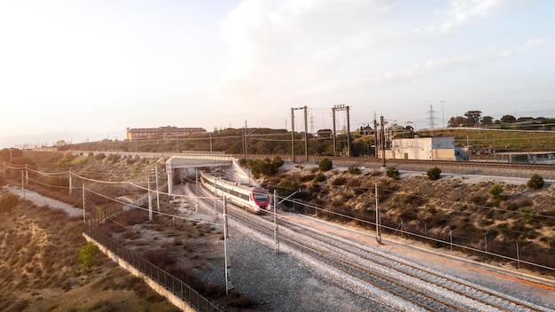 Transportconcept met luchtfoto van de trein