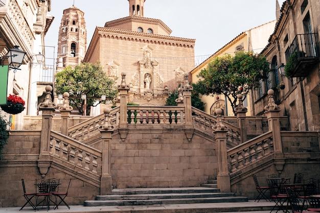 Trap die leidt naar de kathedraal van st. james in de stad santiago de compostela in galicië