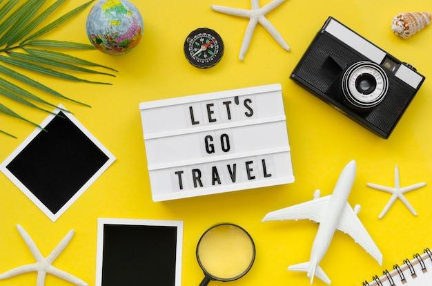 Traveles-hulpmiddelen op tafel
