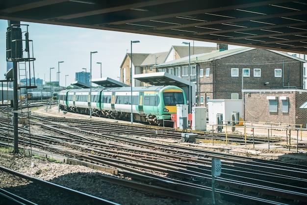 Trein bij het station in londen