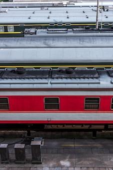 Trein bij spoorwegstation