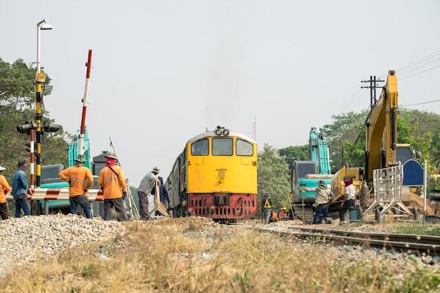 Trein- en graafwerker verbetering constructie van spoorweg