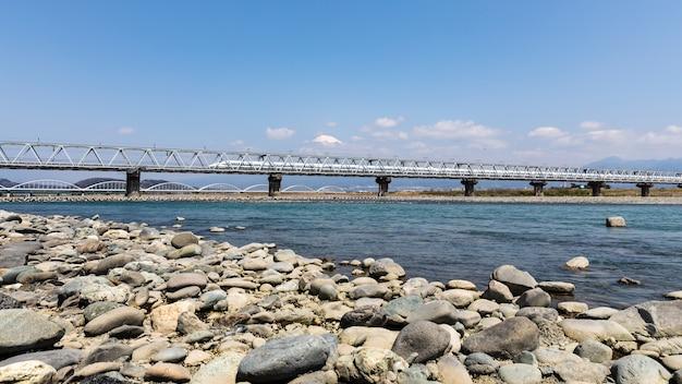 Trein spoor shinkansen op fuji berg achtergrond