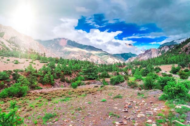 Trekking in nepal. natuur achtergrond