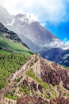 Trekking in nepal. natuur concept