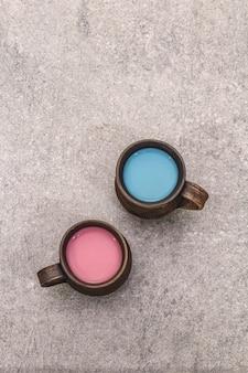 Trendy drankje blauwe en roze latte