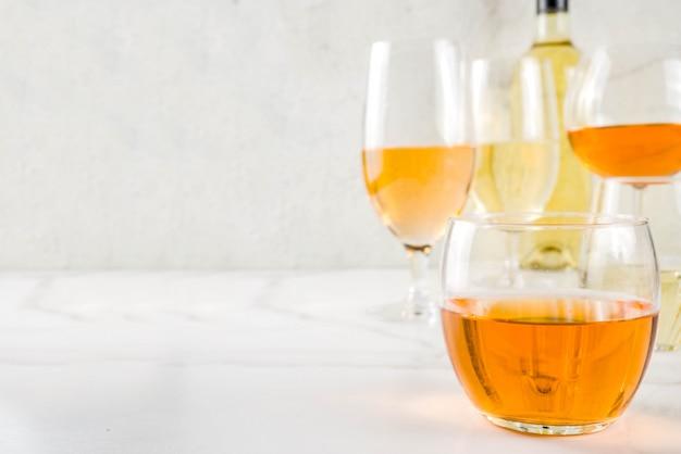 Trendy oranje wijn