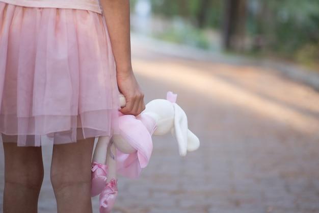 Triest meisje met teddybeer
