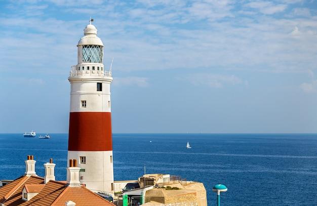 Trinity lighthouse op europa point in gibraltar aan de straat van gibraltar