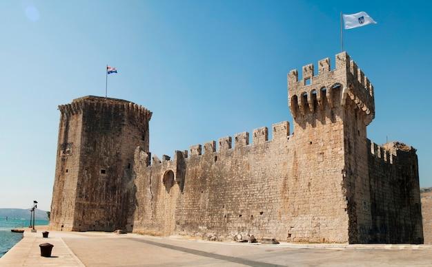 Trogir stadskroatië kamerlengo castle landmark architectuur Premium Foto