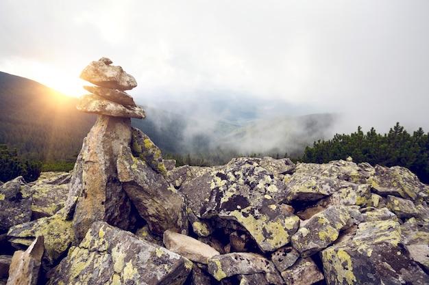 Troll - piramide gemaakt van stenen in noorwegen
